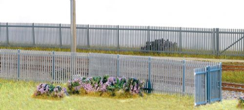 Wills SSM316  Palisade Fencing & Gates (1460mm & 4 gates)